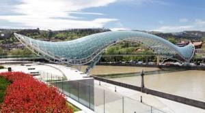 Tbilisi, Ponte, pace